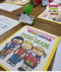 Parent Night/ Open House Folder Covers FREEBIE-- I purchased .15 cent folders at Walmart to insert all of the important documents. One one side I added the documents to keep at home. The other side consisted of the documents that needed to be signed and returned.