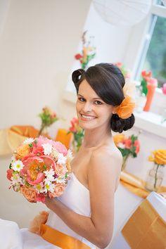 Ein sommerliches Inspirationsshooting für eine Hochzeit in Orange  Fotos: Creative Heart Hochzeitsfotografie