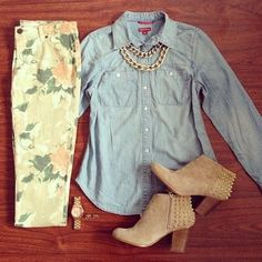 Love the floral jeans, boots! Dope Fashion, I Love Fashion, Teen Fashion, Fashion Ideas, Casual Outfits, Summer Outfits, Cute Outfits, Denim Outfits, Summer Clothes