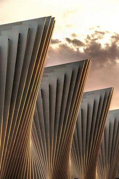 Beautiful contemporary architecture of the Reggio Emilia Train Station by Santiago Calatrava. Art Et Architecture, Futuristic Architecture, Beautiful Architecture, Contemporary Architecture, Architecture Details, Architecture Diagrams, Architecture Portfolio, Layered Architecture, Fashion Architecture