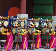Samgomu, three Korean drum dance Suwon Hwaseong Cultural Festival by mjohnexmsft, via Flickr Korean Instruments, Sea Of Japan, Suwon, Festivals Around The World, Korean Wave, New Years Decorations, Oriental, American Wedding, Korean Traditional