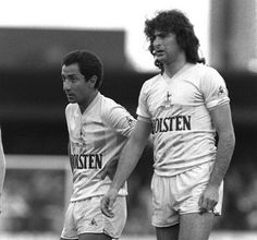 Osvaldo Ardiles and Mario Kempes who had apre-season trial at Spurs but wasn't signed. I saw him play in a friendly against Enfield. Tottenham Hotspur Football, Spurs Fans, Mario, Football Soccer, Football Players, North London, Best Player, Retro, Pride