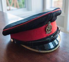 Chapeau militaire de l'armée canadien du Royal Montreal REGT de la boutique 3rvintages sur Etsy Visor Cap, Captain Hat, Braids, Boutique, Hats, Great Britain, Hard Hats, Armors, Sombreros