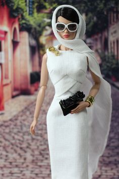 Veronique is shopping around incognito. Couture Fashion Doll.