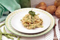 Heerlijke eenvoudige doordeweekse sperziebonen stamppot met gekarameliseerde uien en gebakken spek. Lekker smullen voor groot en klein. Recept BonApetit!