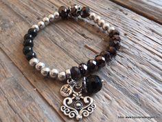 Armband is gemaakt va zwarte facet geslepen kralen die zijn geregen op elastiek. Merk biba, vanaf nu verkrijgbaar op www.bijouteriederegent.nl