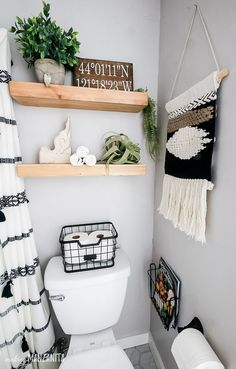 You're going to love this bathroom decor on these floating shelves over toilet that have a fun boho style, but still fit in with the modern farmhouse theme! Perfect for some extra storage for towels and other things in a small bathroom. Cortina Box, Modern Farmhouse Bathroom, Modern Boho Bathroom, Modern Bathrooms, Minimalist Bathroom, Design Your Home, Bathroom Inspiration, Bathroom Ideas, Bath Ideas