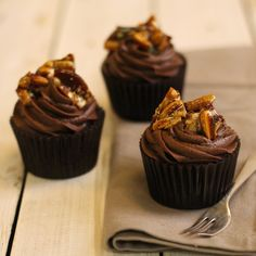 Wow your friends with this beautiful Gold Praline Topped Chocolate Cakes Recipe that looks and tastes exquisite.