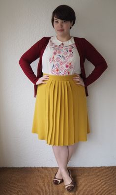 Remixed Mustard by Frocks and Frou Frou. (Black or chocolate coloured skirt and it would be a great outfit). Curvy Women Outfits, Modest Outfits, Modest Fashion, Cute Outfits, Fashion Outfits, Plus Size Skirts, Plus Size Outfits, Chubby Fashion, Plus Size Vintage