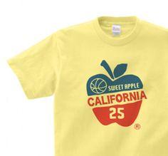 アップル×カレッジ 150.160(女性M.L) Tシャツ【受注生産品】 90s Shirts, Retro Shirts, Graphic Shirts, Vintage Shirts, Cool Shirts, Hang Ten, Design Kaos, Apparel Design, Funny Design
