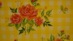 www.viacannella.nl   tafelzeil rode rozen op gele achtergrond   VIA CANNELLA KOOKWINKEL   CUIJK