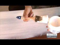 Loft meuble pour effet béton ciré.Pour murs, sols, plans de travail, meubles. Existe en petit et grand conditionnement. Sur bois brut appliquer primaire meuble peint blanche puis loft meuble coloris au choix et enfin protecteur haute résistance. Si le bois est abîmé ou fissuré, appliquer au départ du répare-bois et poncer avec de la laine d'acier.