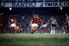 Zico comemora gol em 1980, na final do Brasileiro!