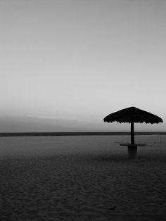 Verano en la playa B&N Celestial, Outdoor, Black And White, Beach, Summer Time, Outdoors, Outdoor Games, The Great Outdoors
