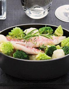 ¡Disfruta de un exquisito pescado horneado con vegetales verdes! #Light