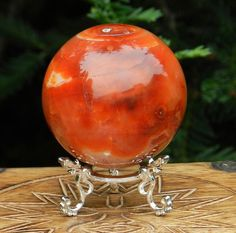 Carnelian balances creative and organization abilities, opens doors and creates a need to follow through on plans. Wear or carry this stone to prevent other people from reading your thoughts or from dark forces attempting to influence your mind.