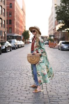 Zara's kimonos have been the number one hit this summer, and here, we bring you a guide on how to wear them and the key styles still in stock. Spring Fashion Outfits, Nyc Fashion, Spring Summer Fashion, Summer Outfits, Spring Style, Ootd Fashion, Looks Style, Style Me, Sezane Paris