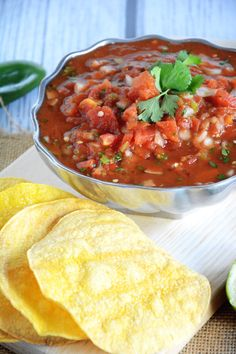 Have to try these chips! With fresh ingredients, this simple and delicious cantina style salsa with homemade corn tortilla chips comes together quickly for a tasty snack! Yummy Snacks, Healthy Snacks, Yummy Food, Healthy Recipes, Tasty, Think Food, I Love Food, Good Food, Mexican Dishes
