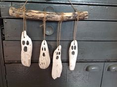 Halloween Wood Crafts, Halloween Ghost Decorations, Spooky Decor, Halloween Ghosts, Holidays Halloween, Halloween Crafts, Fall Decorations, Halloween Design, Painted Driftwood