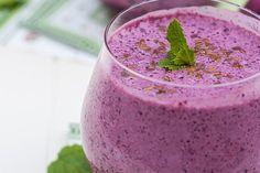 Use this 7-day breakfast smoothie challenge to treat yourself to energizing goodness each day of the week.