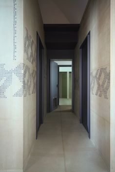 the walls-floor finish, the cat entry, and doorframes from heaven..UdA Architetti