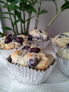 The BEST Lemon Blueberry Muffins. Big bursts of blueberry paired with a touch of lemony goodness. Very moist and incredibly delicious! Lemon Blueberry Muffins, Blue Berry Muffins, Cake Cookies, Cupcakes, Sweet Treats, Food And Drink, Favorite Recipes, Sweets, Baking