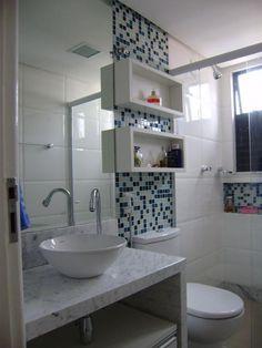 Revestimento para banheiro pequeno branco e azul