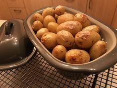 Praktisches Dampfgaren im Backofen, ideal im kleinen Zaubermeister, während im großen Ofenmeister nebendran ein Gericht gekocht wird.