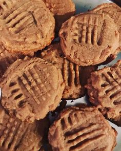 Keto Peanut Butter Cookies http://ift.tt/2skPt9M Peanut butter cookies that are perfect for the ketogenic diet. Low in carbs and a delicious treat!  If you love peanut butter cookies youre sure to find these amazing! The perfect snack low in carbs and keto approved!  Macros per Peanut Butter Cookie  Calories: 140  Carbs: 5g  Fat: 11g  Protein: 6g  Sugar: 2g  Check out more keto friendly -> RECIPES