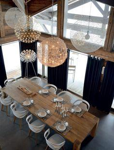 Дома в стиле шале: 55 лучших воплощений эстетики Альп в интерьере http://happymodern.ru/doma-v-stile-shale-35-foto-alpy-v-interere/ Обеденная зона в доме, оформленная в горном стиле