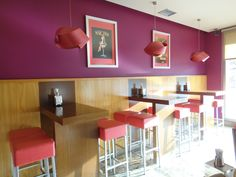Ideas de #Cafeteria, estilo #Contemporaneo color  #Rojo,  #Violeta,  #Beige,  #Marron,  #Bronce, diseñado por Fernando Sanmartin  #CajonDeIdeas