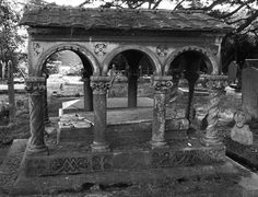 Arched mausoleum, churchyard, Hendon London NW4 31st August 2014