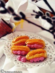 Eclairs mit Himbeersahne! Rezept auf www.facebook/schuerzenfrlein Eclairs, Sweets, Facebook, Ethnic Recipes, Desserts, Food, Raspberries, Backen, Food Recipes