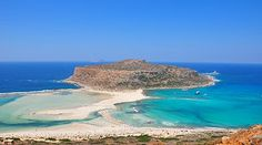 Did you know that Balos beach cannot be reached by car? You can get there hiking or by ferry. A true paradise on Earth! Samos, Crete Chania, Crete Greece, Corfu, Mykonos, Santorini, Crete Island, Greece Islands, Crete Beaches
