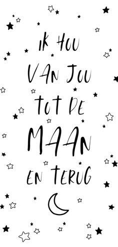 Leuke, simpele typografische valentijnskaart met de tekst 'Ik hou van jou tot de maan en terug' en sterretjes. Deze valentijnskaart is verkrijgbaar bij #kaartje2go voor €2,99