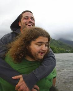 Jorge Garcia - 2005 I don't think I've ever seen this moment captured from this angle. (Thanks for bringing me back) Lost Serie, Lost Memes, Science Fiction, Lost Tv Show, Josh Holloway, Matthew Fox, Tv Episodes, People, Ideas