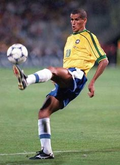 rivaldo brasile - Cerca con Google Brazil Football Team, Football Icon, Football Is Life, World Football, Football Kits, Football Soccer, Good Soccer Players, Best Football Players, Soccer Fans