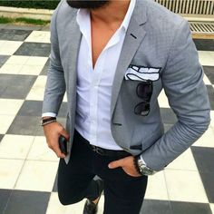 This combination of a grey blazer and black chinos is hard proof that a safe ensemble doesn't have to be boring. A pair of black leather tassel loafers will put an elegant spin on your outfit. Stylish Men, Men Casual, Smart Casual Jeans, Blazer Outfits Men, Grey Blazer Outfit, Grey Blazer Black Pants, Black Jeans, Grey Blazer Mens, Black Suit Brown Shoes