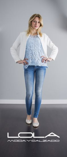 Tu chaqueta de verano en blanco por 50 €, la calidad y el diseño al mejor precio.  Pincha este enlace para comprar tu chaqueta en nuestra tienda on line:  http://lolamodaycalzado.es/primavera-verano/586-chaqueta-manhattan-pique-blanco-sophyline.html