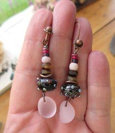 """Sensations """"violette"""" : pour ces boucles d'oreille romantiques avec galets en verre .... : Boucles d'oreille par les-reves-de-minsy"""