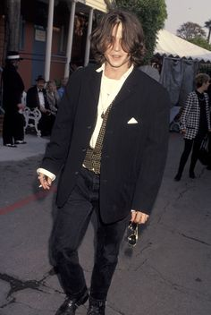 Johnny Depp at the Independent Spirit Awards 1992 Johnny And Winona, Young Johnny Depp, Johnny Depp Movies, Jonh Deep, Hip Hop Outfits, Beautiful Men, Beautiful People, Estilo Hipster, Johnny Depp Pictures