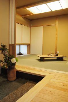 写真04|F様邸/ラフィネ・平屋・PV(H25.3.19更新) Japanese Tea House, Traditional Japanese House, Modern Japanese Interior, Japanese Living Rooms, House Paint Interior, Zen Room, Minimalist Home Decor, Japanese Architecture, Bedroom Layouts