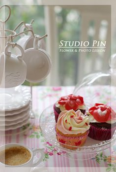 Food styling cupcakes