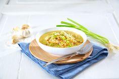Forfriskende suppe med chilikrydder, kokosmelk og urter som tar deg med til Thailand og Asia på en helt vanlig hverdag.