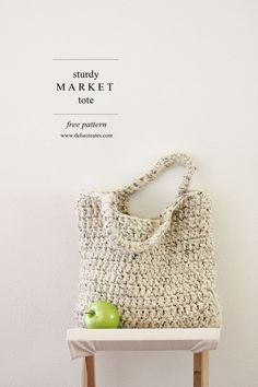 FREE crochet pattern : sturdy market tote by Michaels Makers Delia Creates. Using Lion Brand Wool-ease Thick and Quick yarn, this sturdy bag works up quickly and has a beautiful, bulky texture! #crochet #free #pattern #marketbag