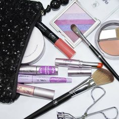 What are your makeup bag must-haves?  ايش المنتجات الي ما تستغني عنها ولازم تكون في شنطتك؟؟  #Mikyajy #Makeup #Musthaves