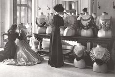 The House of Worth was a French fashion house that specialized in haute couture. It was founded in 1858 by Charles Frederick Worth House Of Worth, 1900s Fashion, Edwardian Fashion, Vintage Fashion, French Fashion, High Fashion, Gothic Fashion, Paris Fashion, Fashion Women
