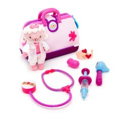 Encourage healthy playtime imaginations with our Doc McStuffins doctor bag playset! It includes a glittery case, instruments including a stethoscope that plays 15 phrases, and a cute Lambie soft toy.