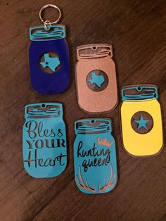 Mason Jar Keychain by TheTexasClementine on Etsy, keychainideas Mason Jar Cards, Mason Jar Gifts, Mason Jar Diy, Silhouette Curio, Silhouette Machine, Silhouette Cameo Projects, Vinyl Crafts, Vinyl Projects, Resin Crafts