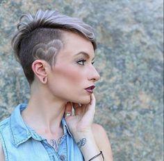 Laat je persoonlijkheid mooi naar voren komen in een trendy pixie kapsel! Lang, kort of opgeschoren wat vind jij?